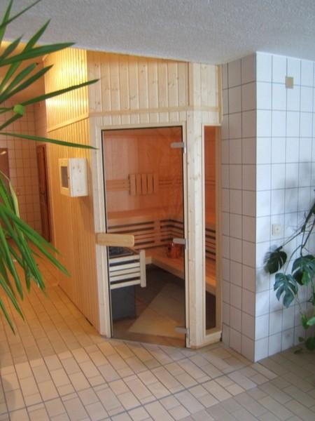 wellness f r zuhause sauna referenzen. Black Bedroom Furniture Sets. Home Design Ideas